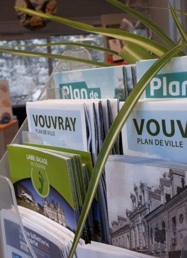 Documentation touristique à l'office de tourisme Montlouis Vouvray